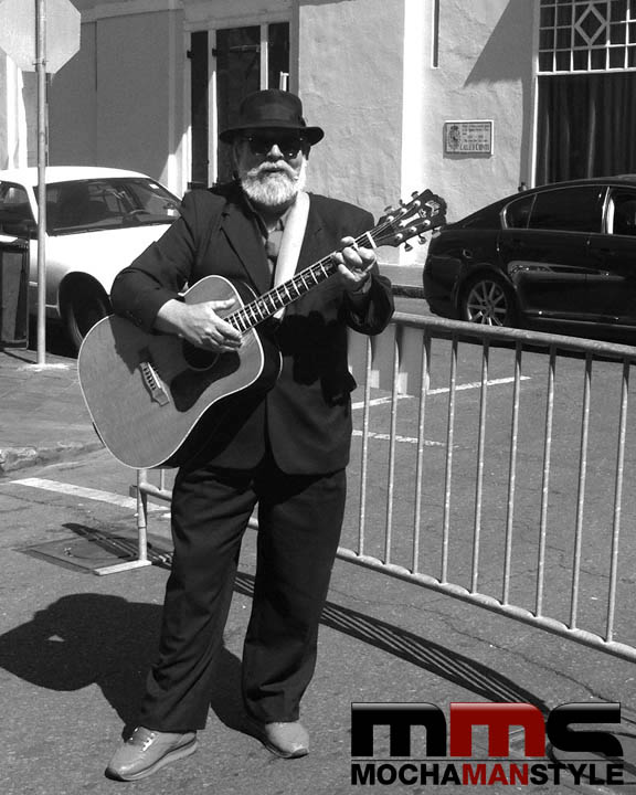blues-guitar-player-in-french-quarter-new-orleans-mochamanstyle