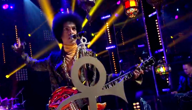 "Prince and 3RDEYEGIRL Perform ""She's Always In My Hair"""