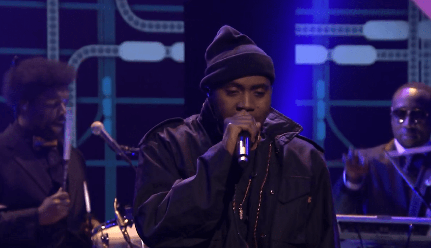 """Nas Performs """"The World is Yours"""" with Q-Tip and The Roots"""