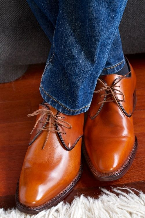 do brown shoes go with jeans