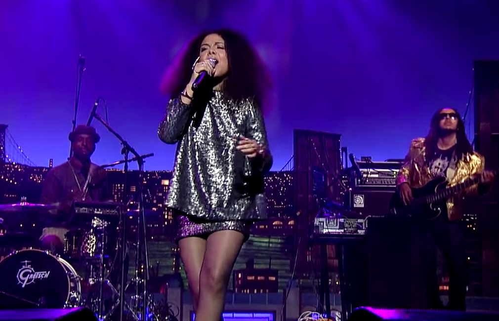 "Swedish-American Singer Mapei Performs ""Don't Wait"""