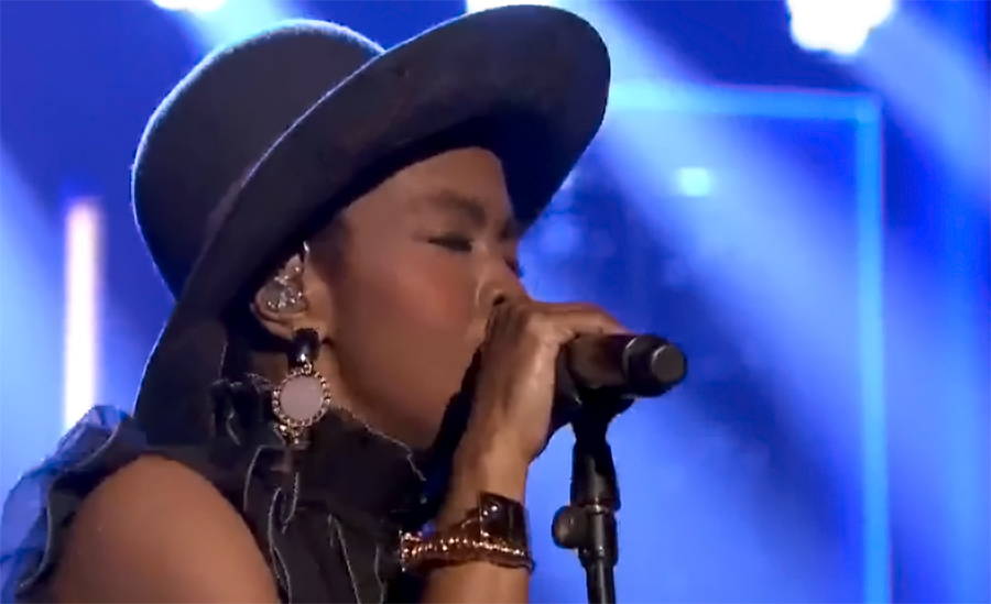 """Lauryn Hill Pays Homage to Nina Simone in Gripping Performance of """"Feeling Good"""""""