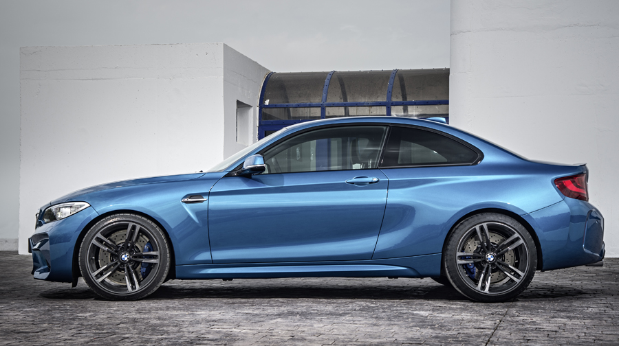 2016 BMW M2 side view