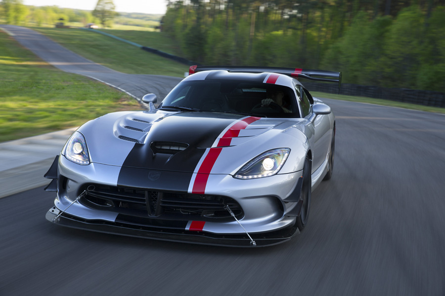 The 2016 Dodge Viper ACR Shatters Lap Records on World-Famous Road Courses