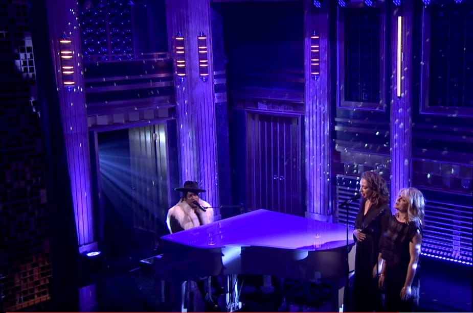 """D'Angelo Pays Tribute to Prince with an Emotional Performance of """"Sometimes it Snows in April"""""""