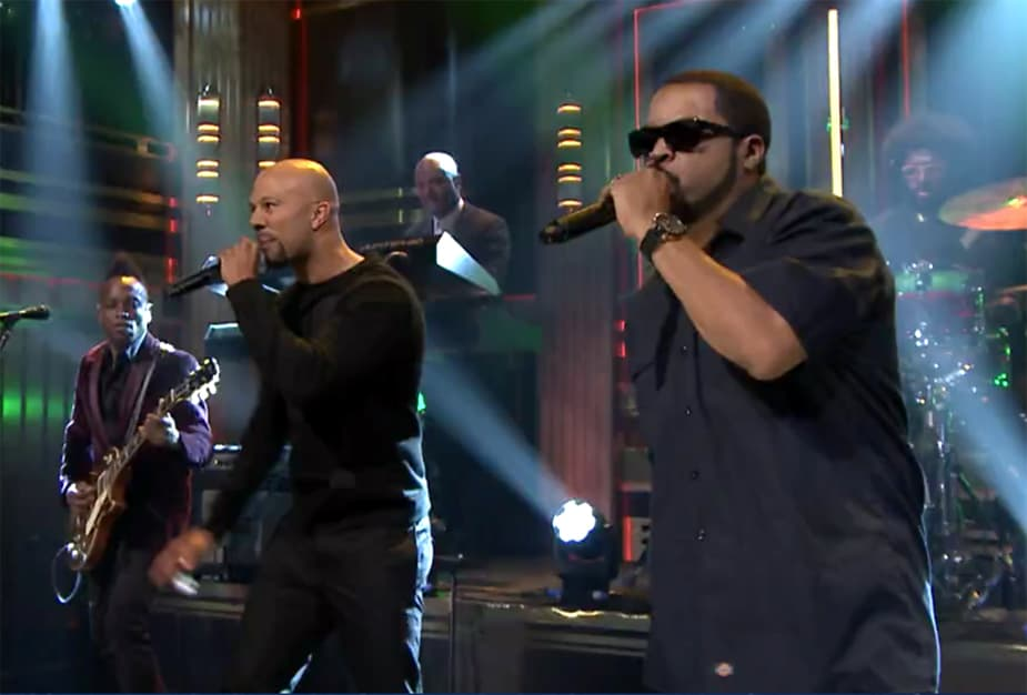 "Ice Cube and Common Spread the Love with Performance of ""Real People"""